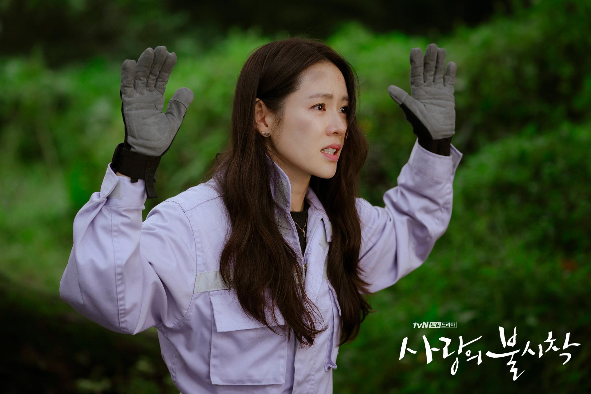 Crash Landing on You Yoon Se-ri hands up