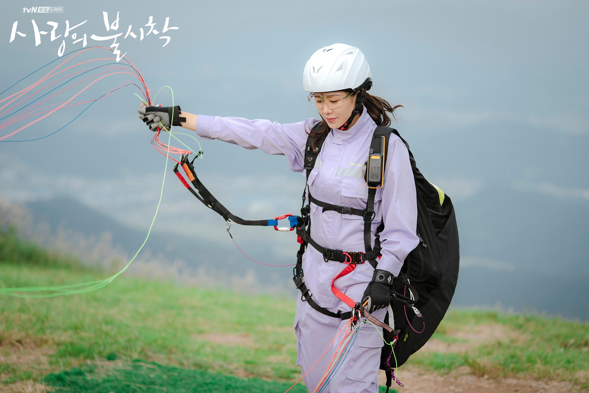 Crash Landing on You Yoon Se-ri paragliding