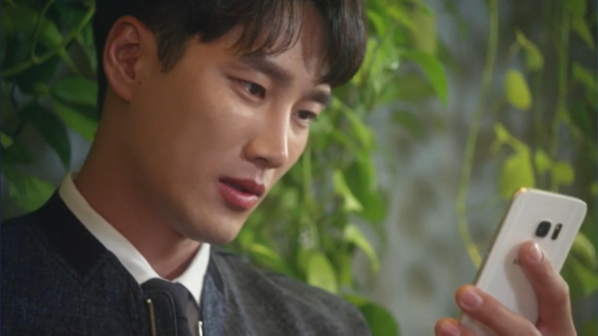 Wednesday 3:30 PM Baek Seung-gyu looking at Seon Eun-woo