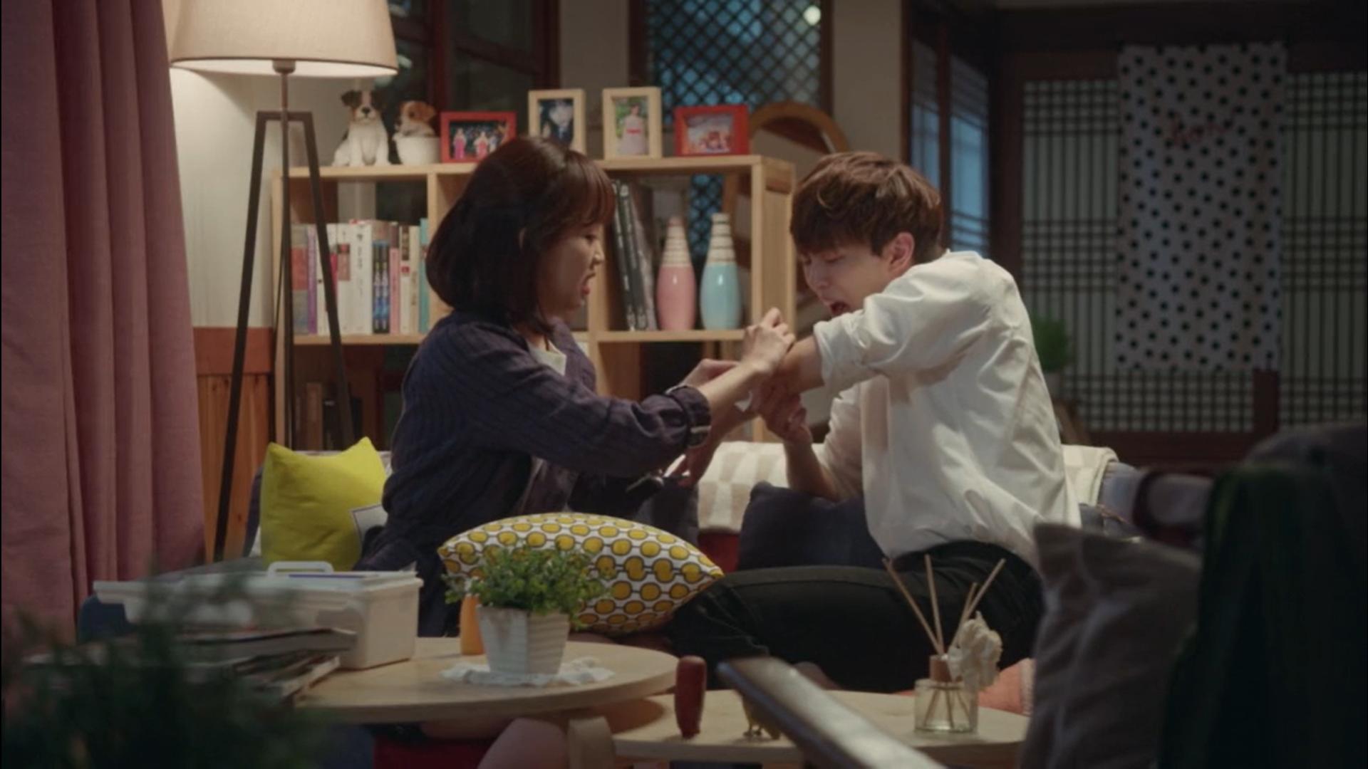 Wednesday 3:30 PM Seon Eun-woo helping Yoon Jae-won after his fall