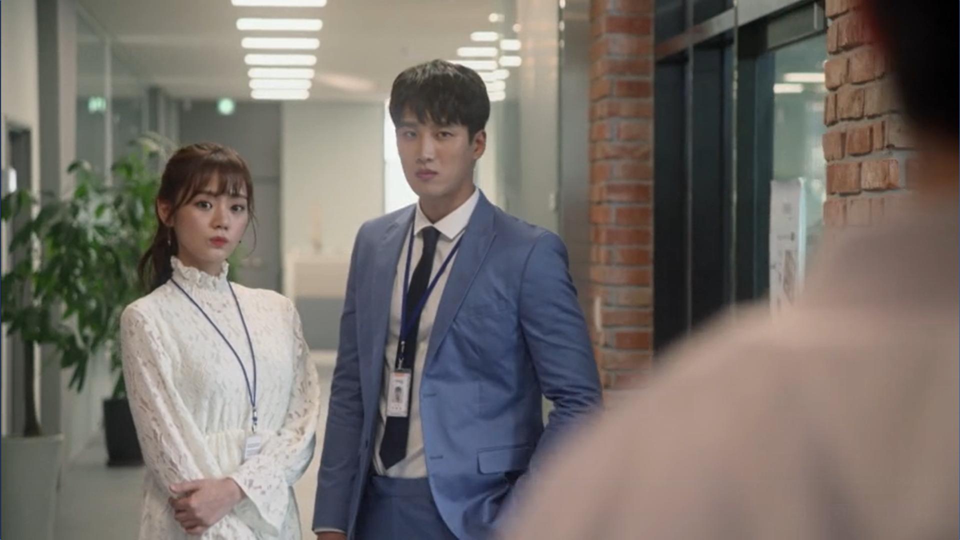 Wednesday 3:30 PM Baek Seung-gyu and girlfriend Kim Hye-won looking at Seon Eun-woo and Yoon Jae-won