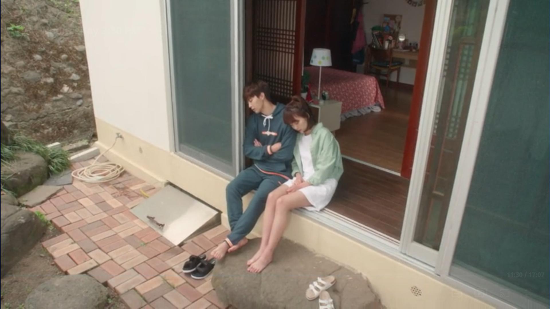 Wednesday 3:30 PM Seon Eun-woo and Yoon Jae-won napping after laundry