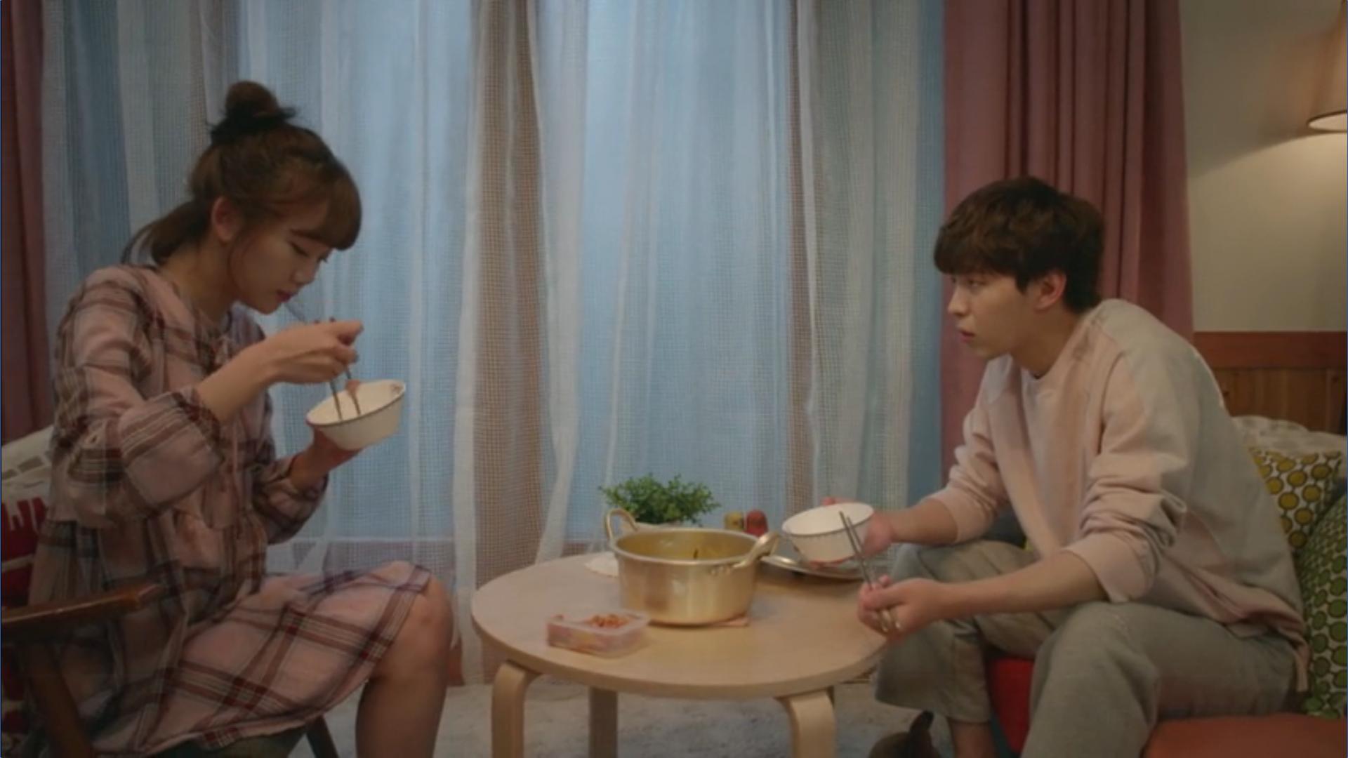 Wednesday 3:30 PM Seon Eun-woo and Yoon Jae-won having ramen