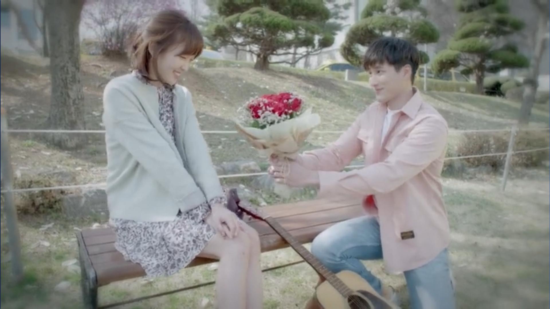 Wednesday 3:30 PM Baek Seung-gyu giving Seon Eun-woo flowers