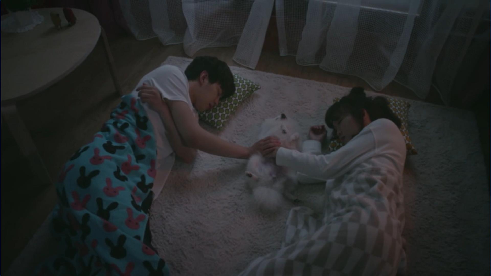 Wednesday 3:30 PM Seon Eun-woo and Yoon Jae-won hugging Huchu