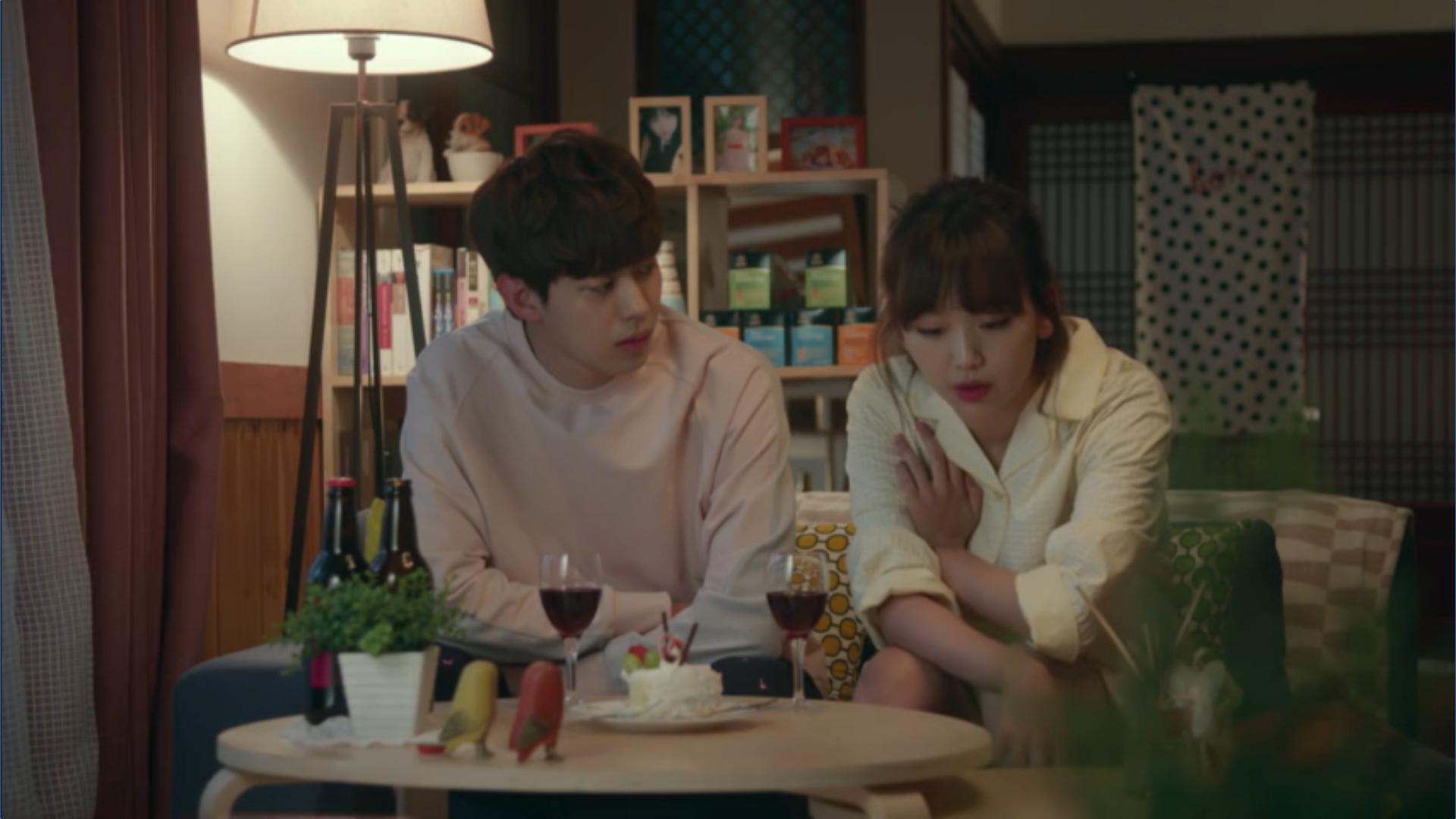 Wednesday 3:30 PM Seon Eun-woo and Yoon Jae-won talking with cake and wine