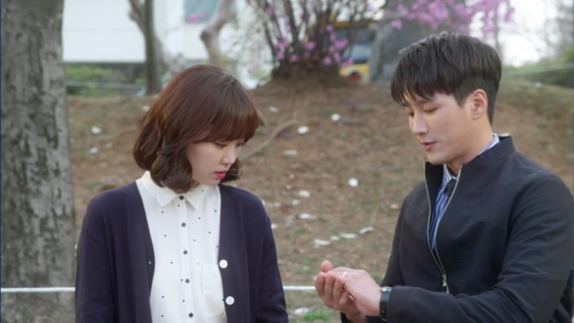 Wednesday 3:30 PM Baek Seung-gyu giving Seon Eun-woo ring back and starting over