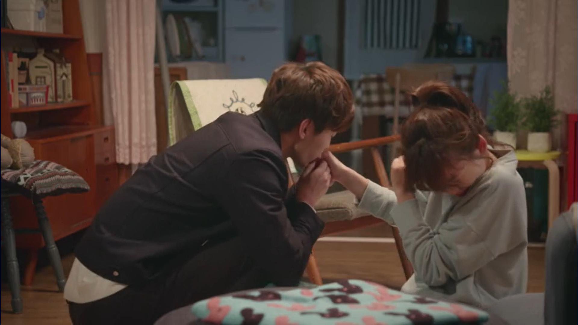Wednesday 3:30 PM Yoon Jae-won pricking Seon Eun-woo's finger