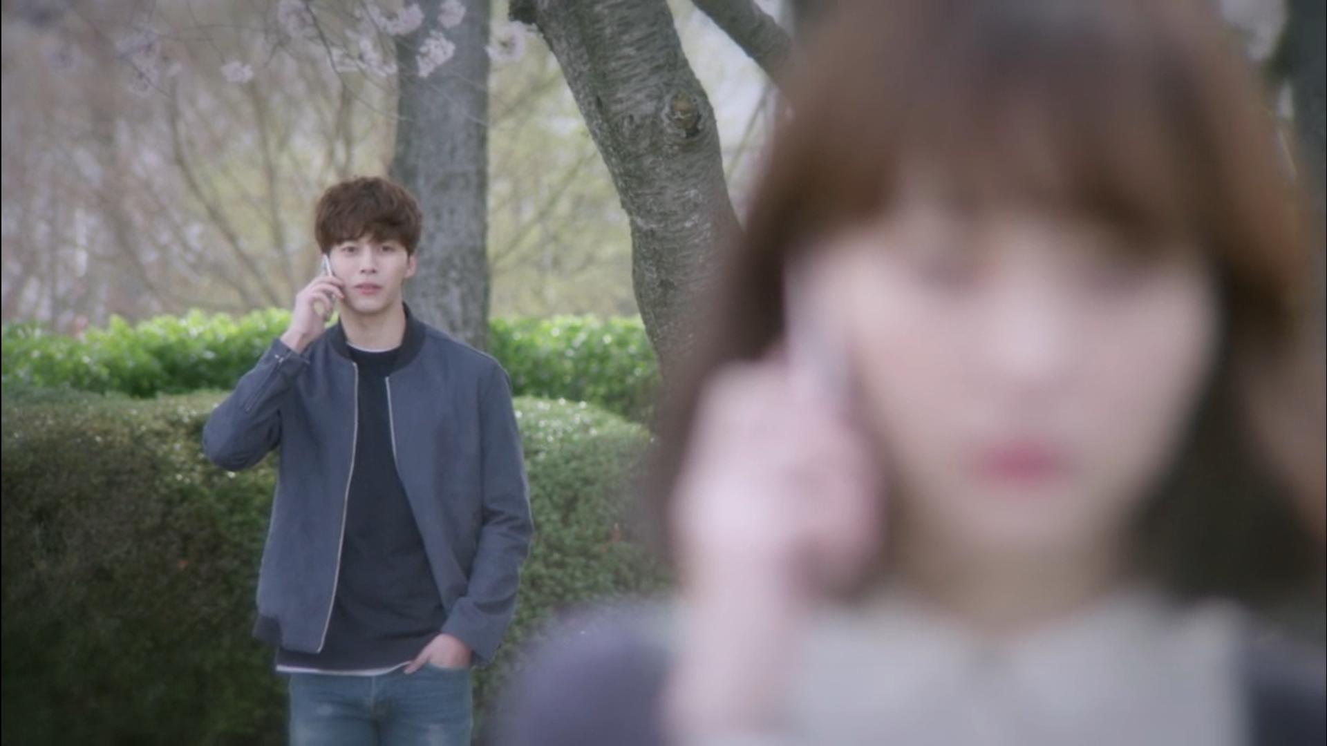 Wednesday 3:30 PM Yoon Jae-won talking to Seon Eun-woo on the phone