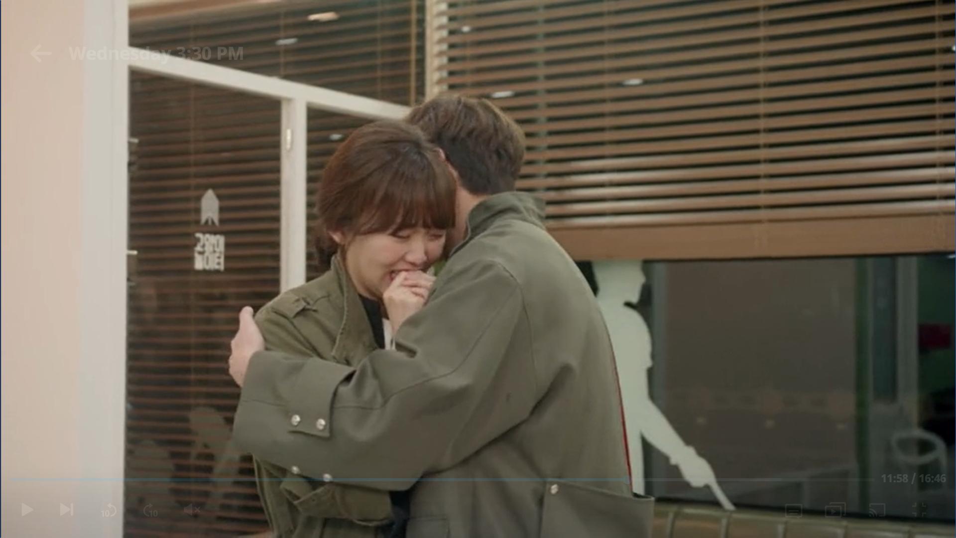 Wednesday 3:30 PM Seon Eun-woo and Yoon Jae-won hugging at the vet