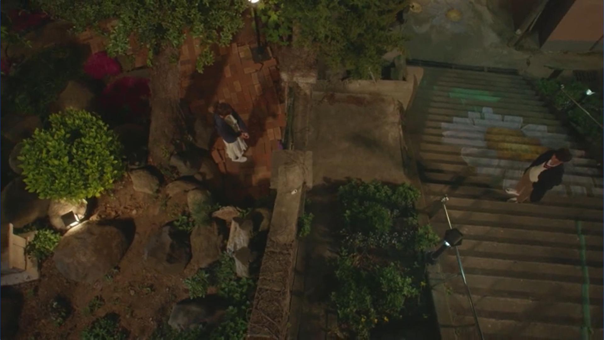 Wednesday 3:30 PM Seon Eun-woo and Yoon Jae-won standing at the house
