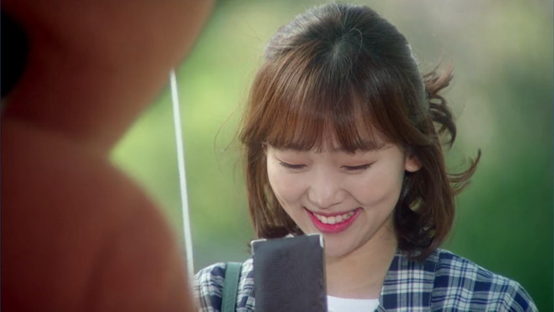 Wednesday 3:30 PM Baek Seung-gyu as bear giving Seon Eun-woo necklace
