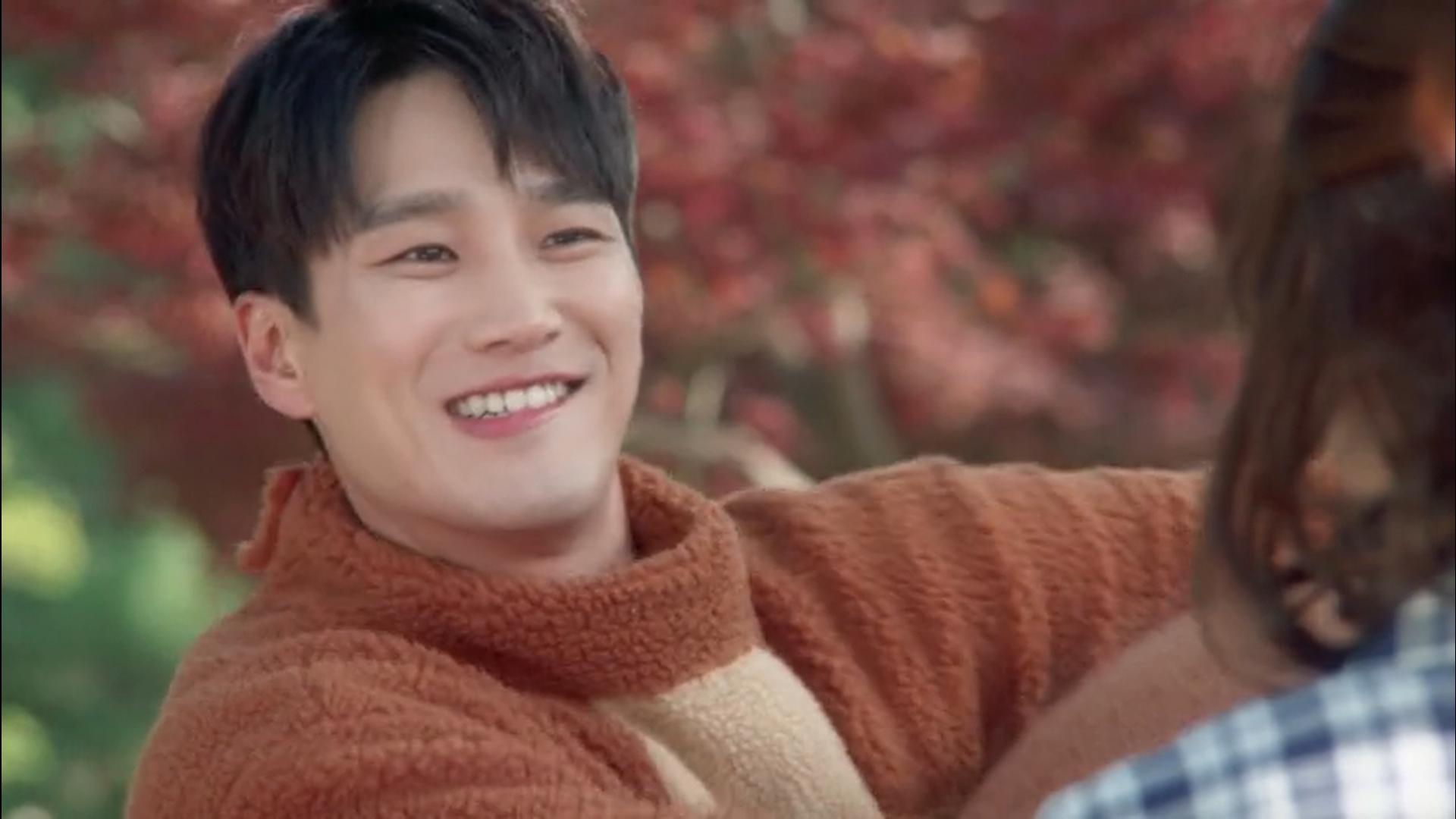 Wednesday 3:30 PM Seon Eun-woo and Baek Seung-gyu in bear suit