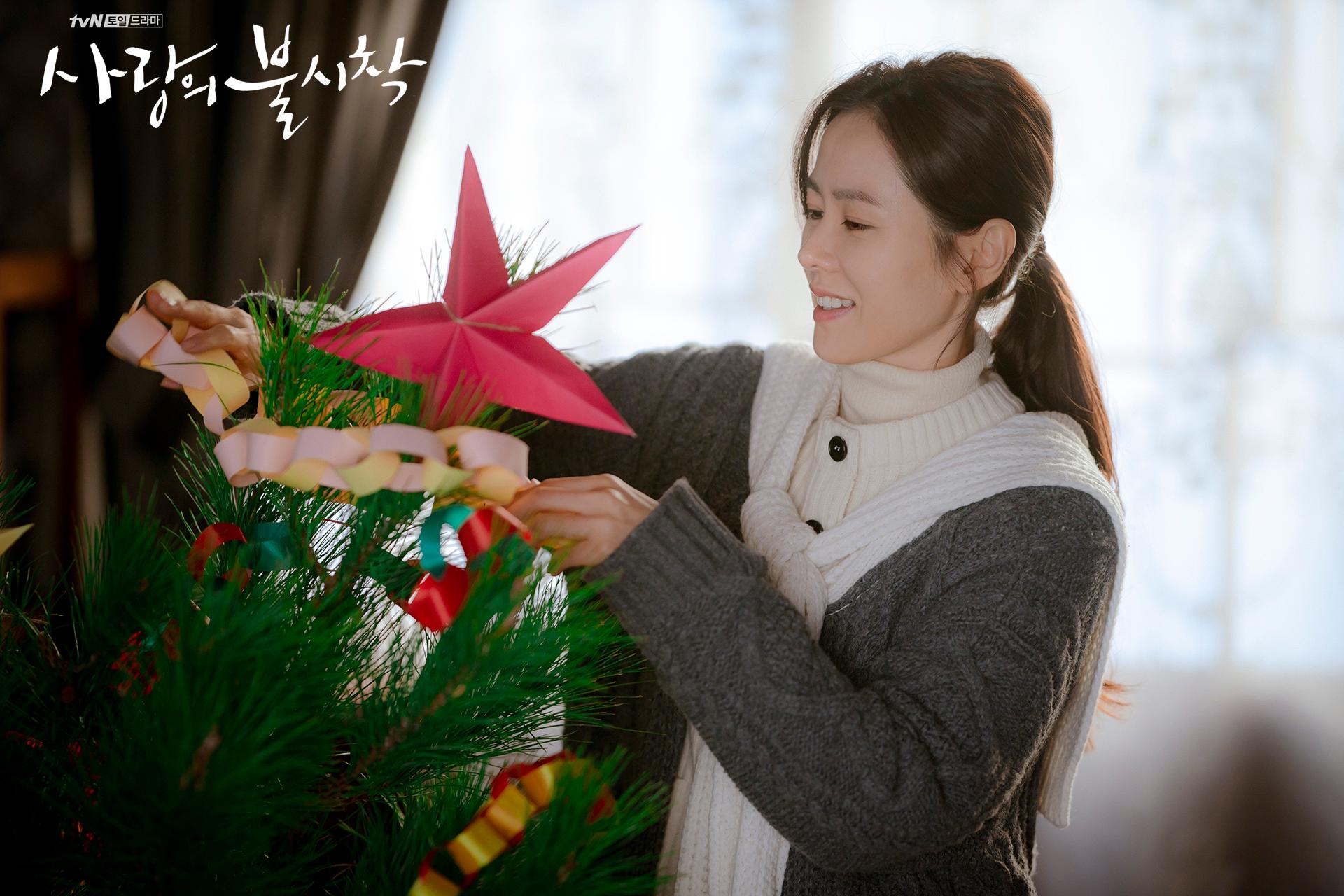 Crash Landing on You Yoon Se-ri decorating the Christmas tree