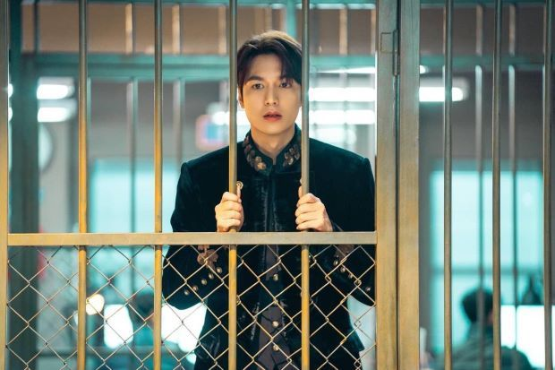 The King: Eternal Monarch King Lee Gon in jail and Lieutenant Jung Tae-eul at police station