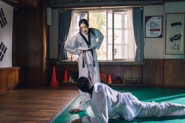 The King: Eternal Monarch Lieutenant Jung Tae-eul and Kang Shin-jae practicing Taekwondo