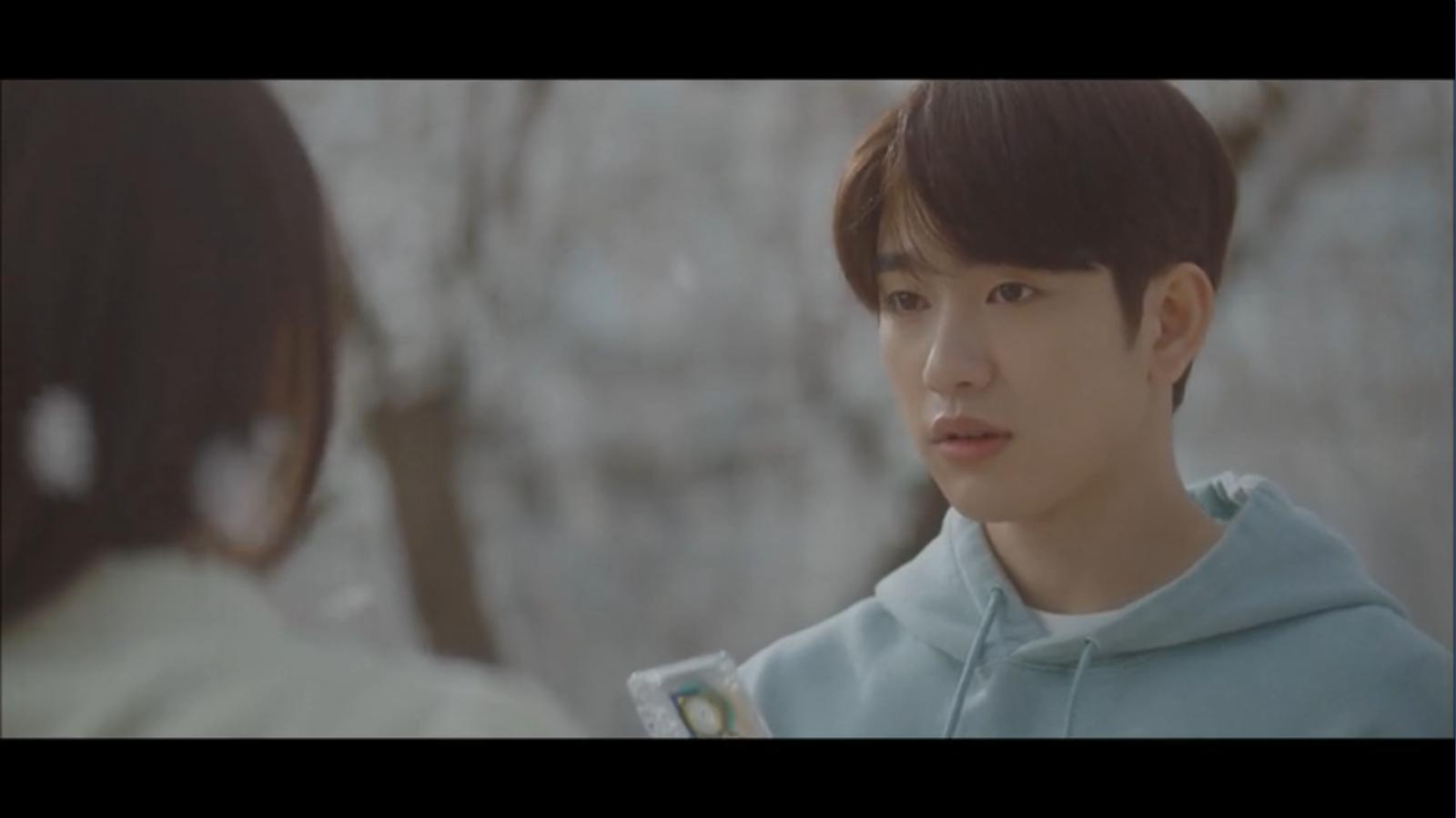 When My Love Blooms Episode 2 Han Jae-hyeon getting cassette tape back from Yoon Ji-soo