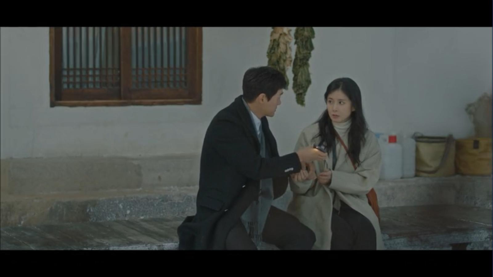 When My Love Blooms Episode 2 Han Jae-hyeon getting splinter for Yoon Ji-soo