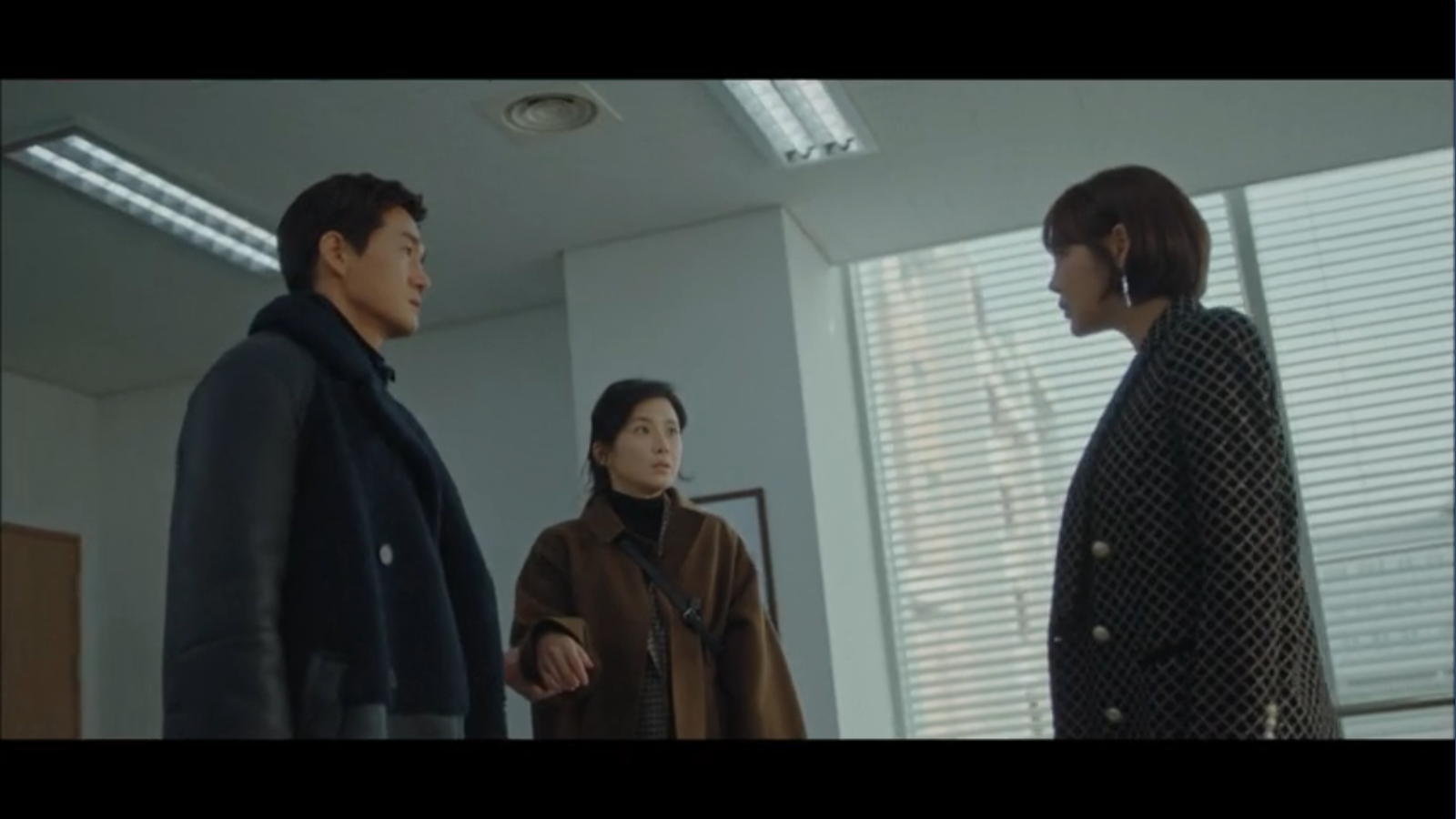When My Love Blooms Episode 2 Han Jae-hyeon, Yoon Ji-soo, and Seo Kyung staring at each other in school office
